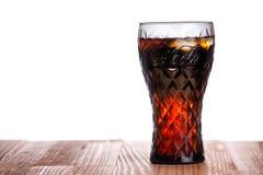 Gdański, Polska, Październik - 12, 2016: koka-kola napój w oznakującym szkle Obraz Stock
