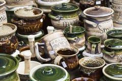 GDAŃSKI, POLSKA, SIERPIEŃ - 04,2017: Artystyczni ceramiczni puchary jako sou Obraz Royalty Free