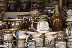 GDAŃSKI, POLSKA, SIERPIEŃ - 04,2017: Artystyczni ceramiczni puchary jako sou Obraz Stock