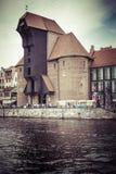 GDAŃSKI, POLSKA, SIERPIEŃ - 04, 2017: Historyczny portowy żuraw przy Motlawa Obraz Royalty Free