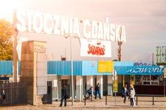 GDAŃSKI, POLSKA, SIERPIEŃ - 26, 2014: Wejściowa brama Gdańska stocznia Miejsce ampuła uderza w 80s i miejscu narodzin Zdjęcia Stock
