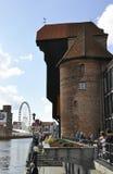 Gdański, Sierpień 25: Portowy żuraw na quay Motlawa rzeka w Gdańskim od Polska Zdjęcia Royalty Free