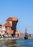 gdansk Польша Средневековые кран и пиратский корабль Стоковые Изображения