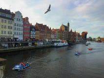Gdansk, alte Stadt, Motlawa-Fluss mit Zuraw-Gebäude Lizenzfreies Stockfoto