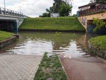 Gdansk - 15 de julio: Calles inundadas después de fuertes lluvias Imagenes de archivo