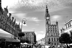 Gdansk, edificios viejos en la plaza del mercado y el ayuntamiento imagen de archivo libre de regalías