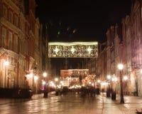 Gdansk gammal stad på natten julhelgdagsaftongåvor semestrar många prydnadar Garneringar för nytt år poland Arkivfoto