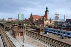 Gdansk järnvägsstation med det skrivande in drevet Royaltyfria Foton