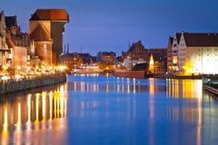 Gdansk med den forntida kranen på natten Royaltyfri Fotografi