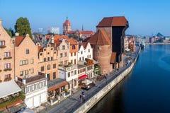 Gdansk, Poland Cidade e rio velhos de Motlawa Silhueta do homem de negócio Cowering Imagens de Stock Royalty Free