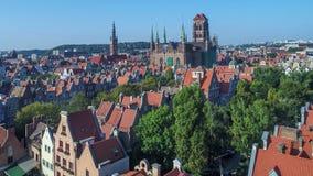 Gdansk, Poland Cidade velha com rio de Motlawa e os monumentos principais Vídeo aéreo filme