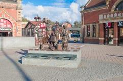 Gdansk Polen - April 18, 2017: Kindertransport minnesmärke som lokaliseras på den Gdansk Glowny järnvägsstationen Arkivbild