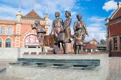 Gdansk Polen - April 18, 2017: Kindertransport minnesmärke som lokaliseras på den Gdansk Glowny järnvägsstationen Fotografering för Bildbyråer