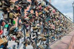 Gdansk, Polen - 27. April 2017: Lose Verschlüsse an der Brücke der Liebe Lizenzfreie Stockbilder
