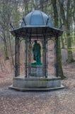 Gdansk Polen - April 27, 2017: Staty av Johannes Gutenberg på skogen Fotografering för Bildbyråer