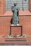 "Gdansk Polen - April 27, 2017: Staty av påven John Paul II på den helgonBridget kyrkan i GdaÅ ""sk Royaltyfria Foton"