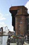 Gdansk Polen-august 25: Port kranen på kajen av den Motlawa floden i Gdansk från Polen Royaltyfria Foton