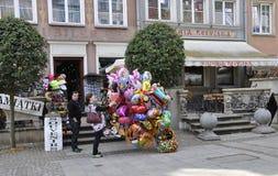 Gdansk Polen-august 25: Souvenirställning som är i stadens centrum i Gdansk från Polen Arkivbilder