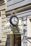 Gdansk, Polen 25. August: Straßen-Uhr im Stadtzentrum gelegen in Gdansk von Polen Stockfotos