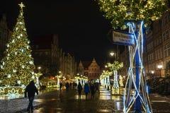 Gdansk Polen - December 13, 2018: Julpynt i den gamla staden av Gdansk, Polen arkivbild