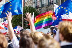 Gdansk Polen, 05 03 2016 - folk med flaggor av europeisk union Arkivfoto