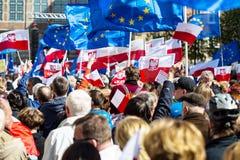 Gdansk Polen, 05 03 2016 - folk med flaggor av europeisk union Fotografering för Bildbyråer