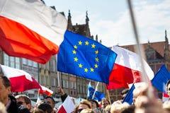 Gdansk Polen, 05 03 2016 - folk med flaggor av europeisk union Royaltyfri Fotografi