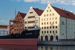 GDANSK, POLEN - 7. JUNI 2014: Ansicht des Soldek-Schiffs und des Seemuseums Soldek war ein polnischer Kohlen- und Erzfrachter stockbilder