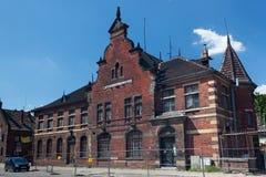 GDANSK POLEN - JUNI 07, 2014: Den gamla övergav byggnaden av den tidigare stolpen - kontor av Gdansk Royaltyfri Fotografi