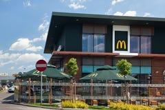 GDANSK, POLEN - JUNI 07, 2014: Restaurant McDonald ` s op Przywidska st Royalty-vrije Stock Afbeeldingen