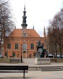Gdansk, Polen Mening van een monument aan het stadhuis van Jan Hevelius en van de stad Royalty-vrije Stock Afbeelding