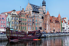 Gdansk, Polen, 2014 09 07 - oud galjoen op Motlawa-Rivier en w Royalty-vrije Stock Afbeelding