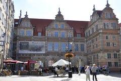 Gdansk, Polonia 25 de agosto: Opinión verde de la puerta céntrica en Gdansk de Polonia Fotografía de archivo libre de regalías