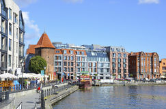 Gdansk, Polonia 25 de agosto: Quay en el río de Motlawa en Gdansk de Polonia Foto de archivo libre de regalías