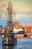 Gdansk, Polonia-septiembre 19,2015: Nave turística e histo colorido Imagen de archivo libre de regalías