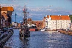 Gdansk, Polonia-septiembre 19,2015: Nave turística e histo colorido Fotografía de archivo libre de regalías