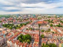 Gdansk - Stadtbild der Vogel ` s Augenansicht Alte Stadt und moderne Gebäude sichtbar im Abstand Stockfoto