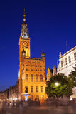 Gdansks huvudsakliga Hall på den långa gatan nära Neptun springbrunn Arkivfoton