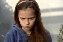 Gderliwa nastoletnia dziewczyna obrazy stock