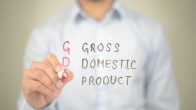 GDP, produtos internos brutos, escrita do homem na tela transparente Fotos de Stock