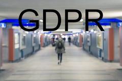 GDPR,模糊的人民走沿隧道的,将军的概念 库存照片