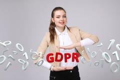 GDPR pojęcia wizerunek Ogólnych dane ochrony przepis ochrona osobiści dane Młoda kobieta pracuje z zdjęcie royalty free