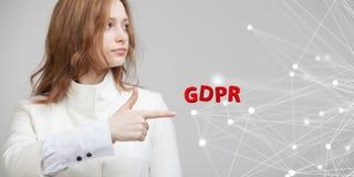 GDPR, pojęcie wizerunek Ogólnych dane ochrony przepis ochrona osobiści dane Młoda kobieta pracuje z fotografia royalty free