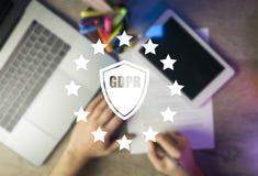GDPR Reglering för dataskydd Cybersäkerhet och privacyHighvinkel av en företagsägare som förbereder sig för genomförandet av nytt arkivfoton