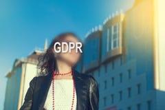 GDPR - vrouw die haar gezicht met een inschrijving GDPR verbergen royalty-vrije stock afbeeldingen
