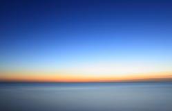 Gdy jutrzenkowy ocean fotografia stock