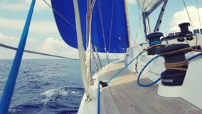 gdy tło błękitny był łódkowate łodzie mogą target188_0_ ciemne etc flaga target191_0_ hotelowi wizerunku logotypu morscy czerwoni zdjęcie royalty free