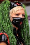 gdy twarzy fetysza dziewczyny być ubranym maski protestacyjny target2229_0_ Zdjęcia Stock
