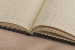gdy uwaga projektant rozpraszać uwagę otwartego nie przyszłościowego wielkiego notatnika wzywa miękką część wzrok Obrazy Royalty Free
