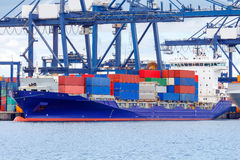Gdynia Het schip van de container in de haven royalty-vrije stock afbeelding
